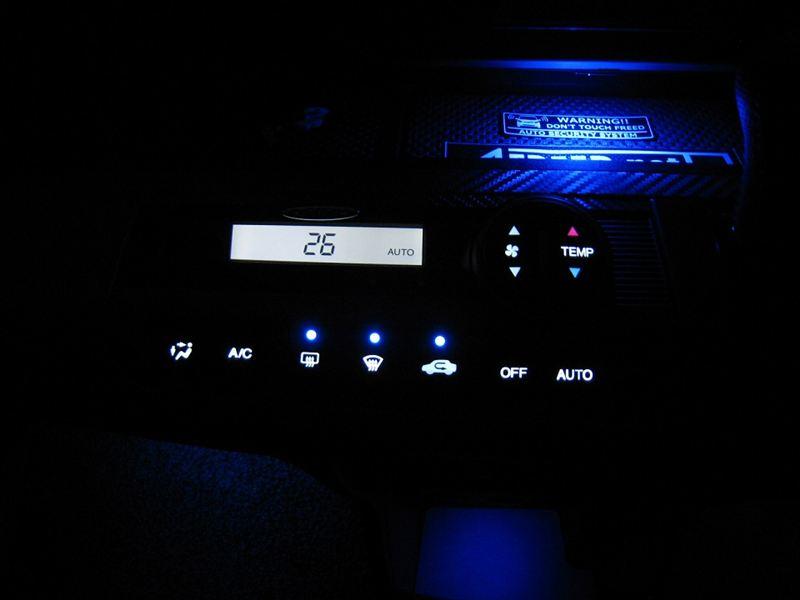 内気循環、デフロスタースイッチの表示等をアンバーからブルーに♪
