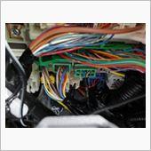 これがウエルカムランプ線。<br /> <br /> フィット乗りさんのページで発見。<br /> <br /> ピンク線は常時+<br /> <br /> 青線がウエルカム-線<br /> <br /> 検電テスターでチェック済み。