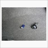 またまた転がっていたモノを使います。<br /> <br /> ウエッジソケットも結構な値段なので<br /> ホンダ車のサイドウインカーソケットを<br /> 加工して使います。<br /> <br /> タマは前車のカーテシで使っていた青LED