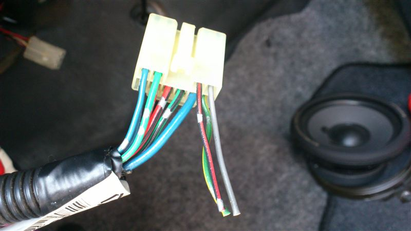 G3コネクタの空き部分にピンを差し込んだ画像。