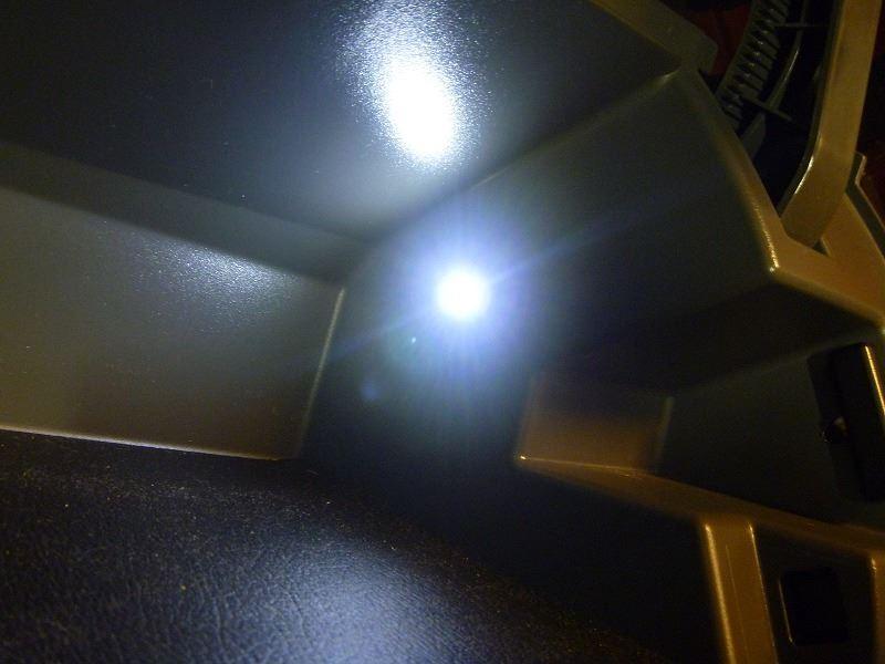 助手席アッパーボックスにLED照明付けました 取付編(*^^)v