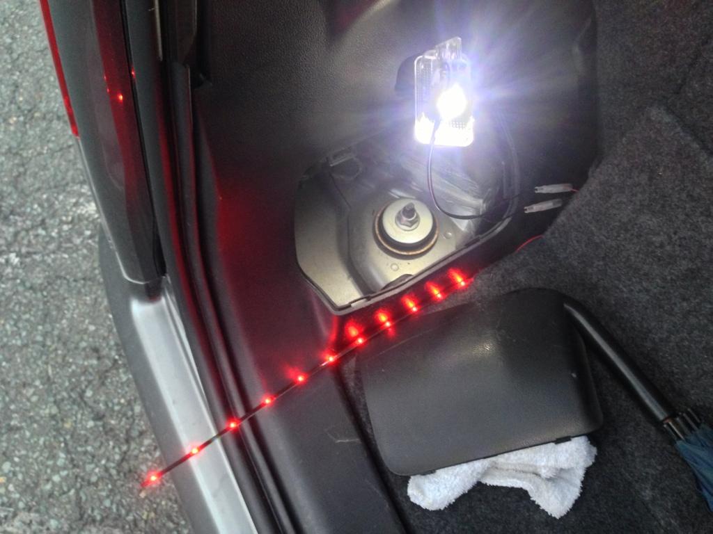 リアドアオープン赤LEDテープ取り付け