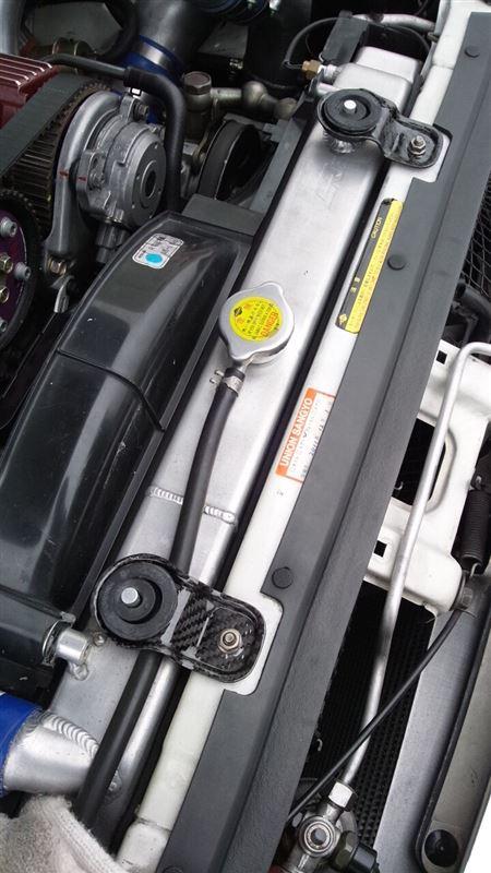 Y-factory BNR32用 カーボン ラジエーターステー 取り付け