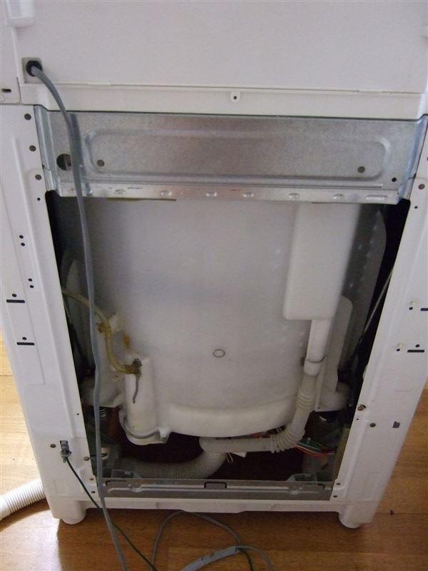 東芝洗濯機(AW-F70HVP)の風呂水ポンプユニット交換