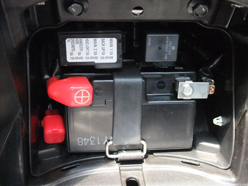 バッテリーボックスからシガーソケット電源を取り出す