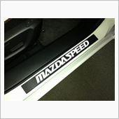 """・・・イキナリ装着図ごめんなさい(>_<)<br /> <br /> カーボン調シートを定規に巻いて、""""MAZDASPEED""""のロゴを貼っただけです。(^^;)"""
