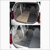 あとは、その加工したすのこをセットしてアウト<br /> ドアマットを敷いて車中泊ベットの完成。<br />