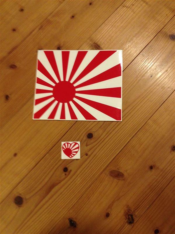 給油口に日章旗ステッカーを貼ってみる(^。^)y-.。o○