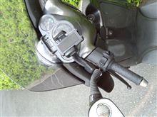 スカラベオ250 スマホホルダート取付と電源の確保のカスタム手順1