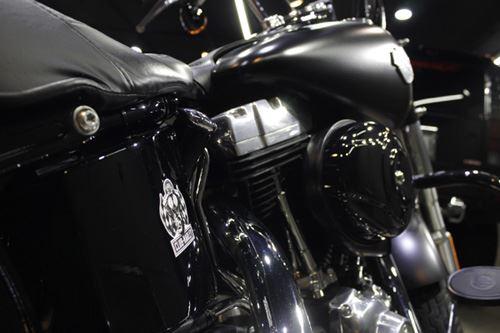 渋味増すマットハーレー・ソフテイルスリムのバイクガラスコーティング【ラディアス湘南】