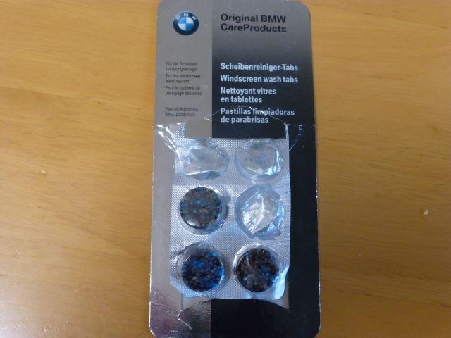BMW純正ウィンドーガラス洗浄剤投入