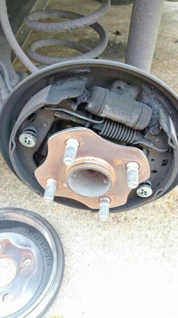 ドラムブレーキ ブレーキシュー交換