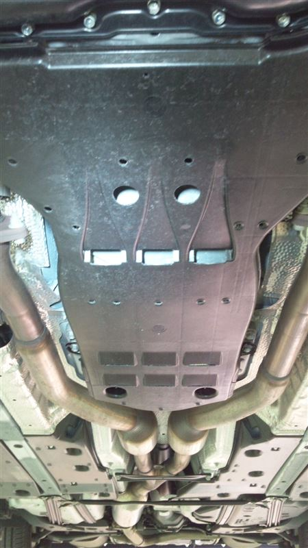 200系アスリート用エンジンアンダーカバー取付け