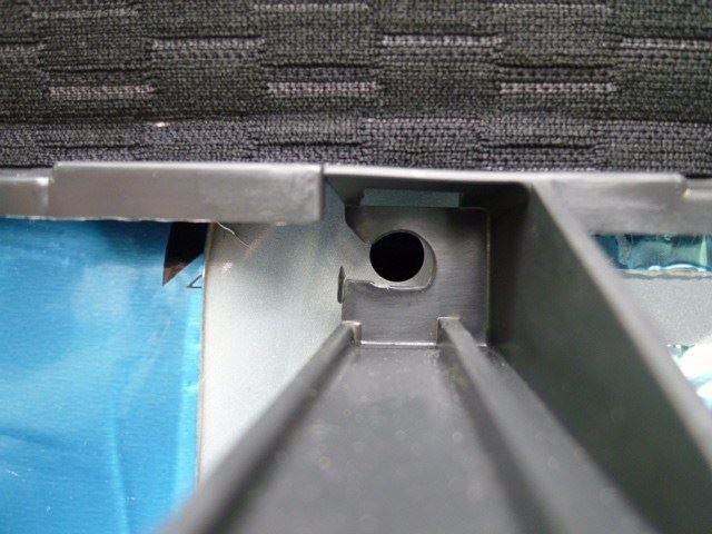 ドリンクホルダー周辺からのカチカチ音対策(内張りクリップ抜け防止)