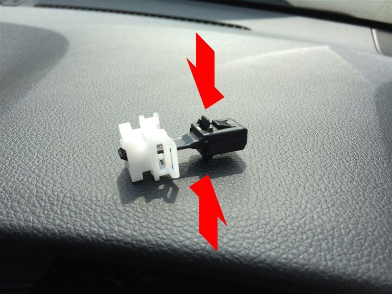 右フロントピラーガーニッシュ(運転席側Aピラー)の外し方