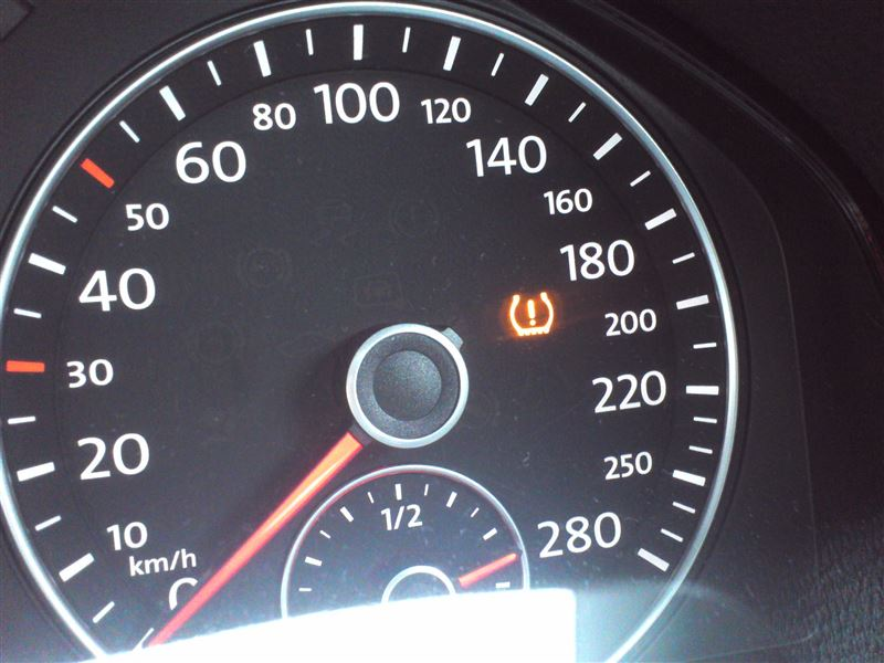 タイヤ圧力アラーム点灯