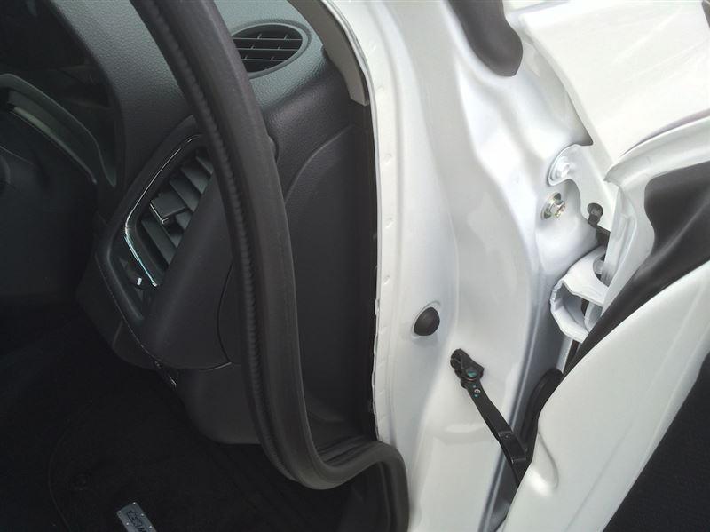 備忘録:ハンドル下のカバーの外し方