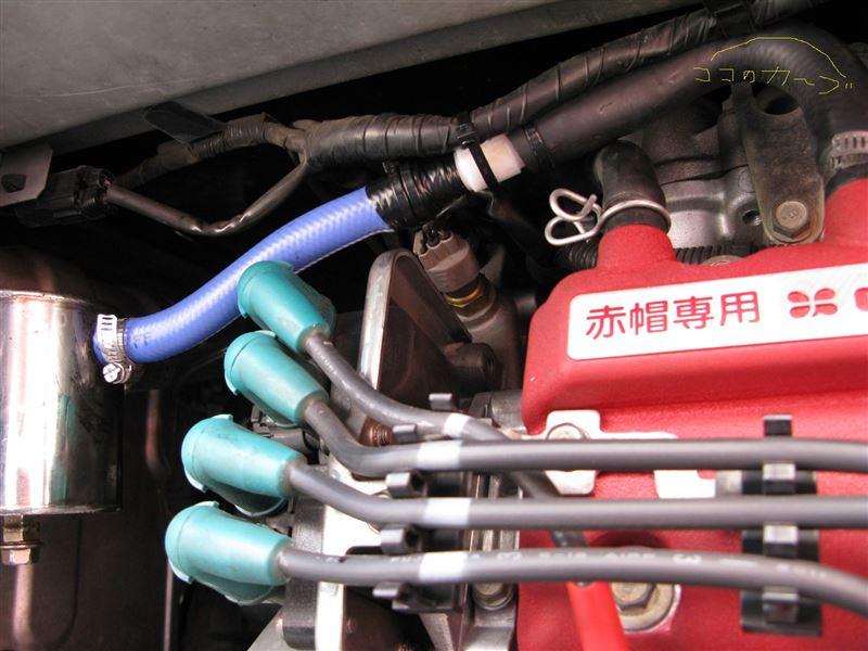オイルキャッチタンクへホース再接続とオイルレベルゲージの交換。