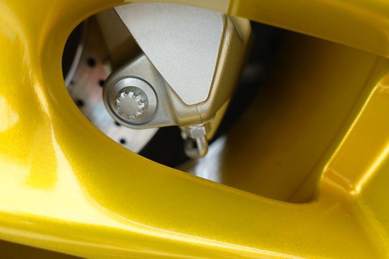 ★ポルシェ・ボクスター981のブレーキキャリパー塗装(シルバー)