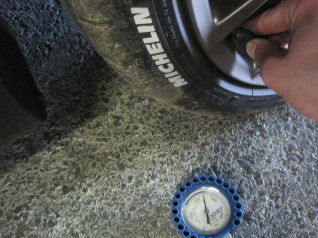 遠征後の窒素圧・タイヤ点検
