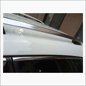 ルーフレール、窓のモールも同様に作業し、新車の輝き復活です。