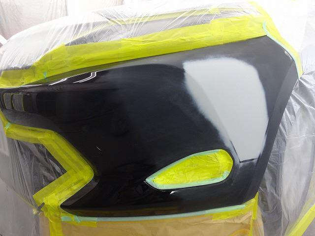 トヨタ・ハリアー フロントバンパー左側修理塗装です。東京都昭島市よりご来店です。
