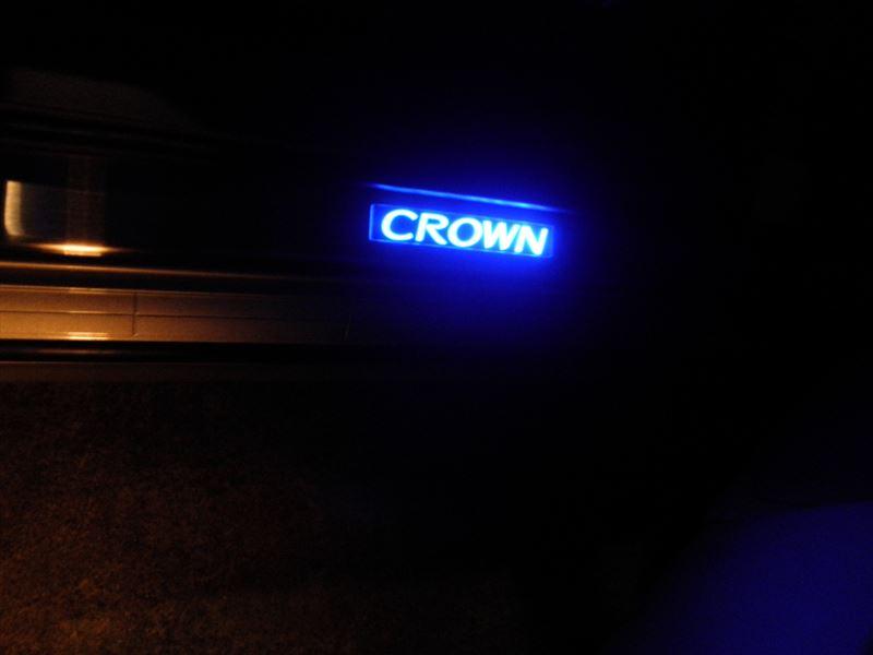 ゼロクラウン光るスカッフプレート取り付け(その2)