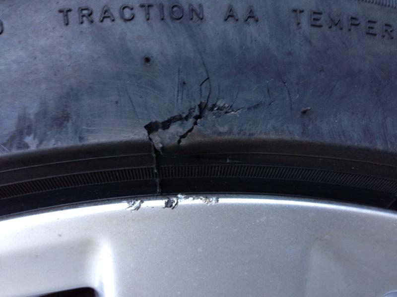 タイヤとホイールに傷が!