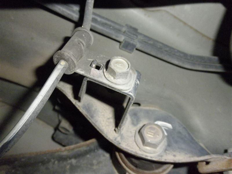 D型RSトレーリングアームブラケットに交換 その1