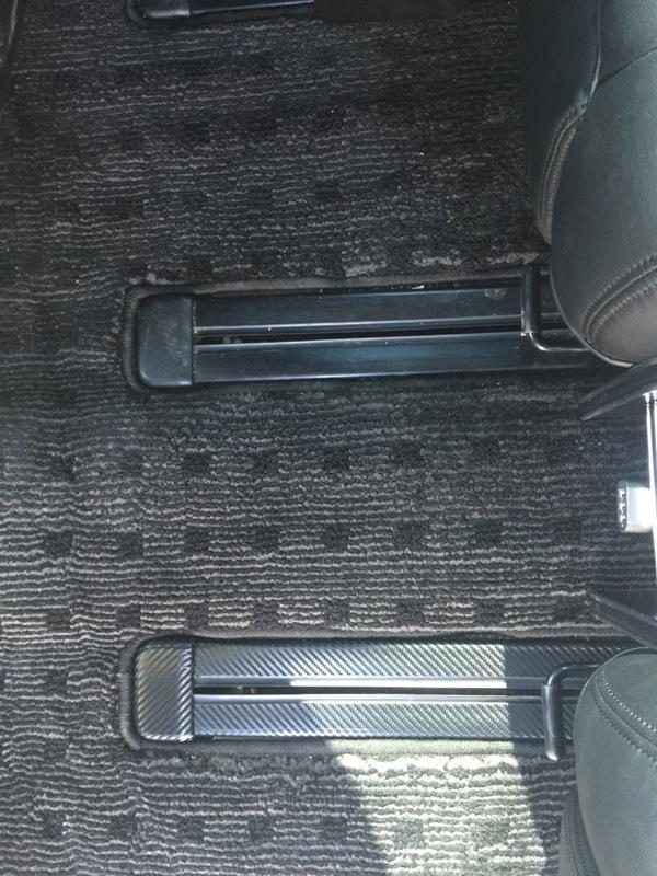 シートレールにカーボンシートを。