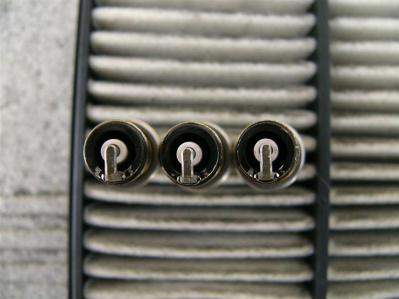 削った後はこんな感じ。電極の周りも面取りして、燃え広がりの邪魔になりにくいようにしています。