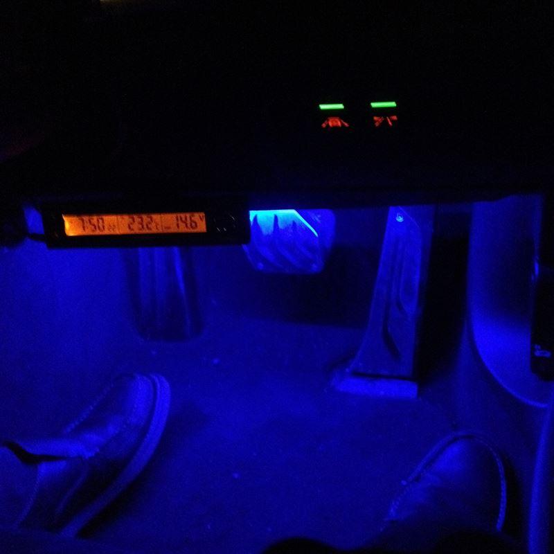 足元LEDライト設置