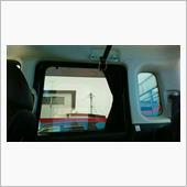 プライバシー問題は<br /> 純正スモークガラスの上から<br /> 更にスモークフィルムを貼り付け<br /> カーテンも装備してます