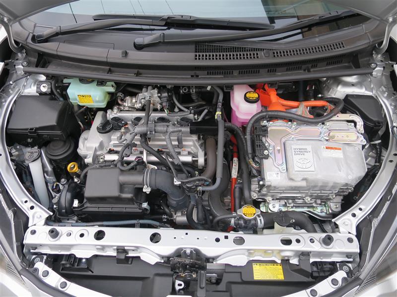 YARIS HYBRID用エンジンヘッドカバーの取付け