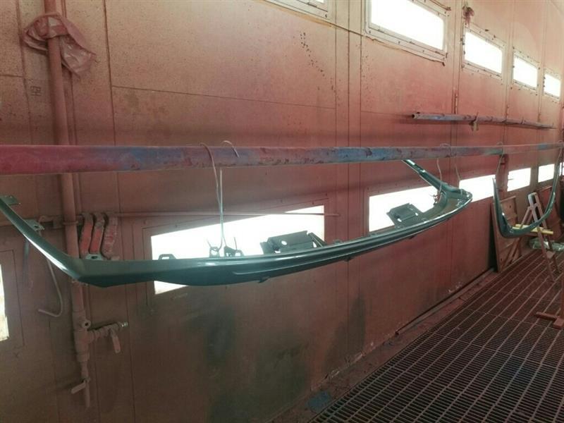 フロントリップとリアアンダースポイラーの塗装行程