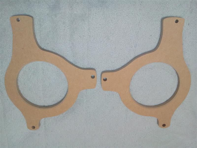 リアのスピーカーを交換しようとバッフルを購入したのだが、材質がMDF合板なので腐る前に防湿防水加工を行いました。