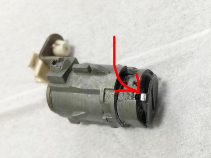 キーシリンダー蓋のバネ交換