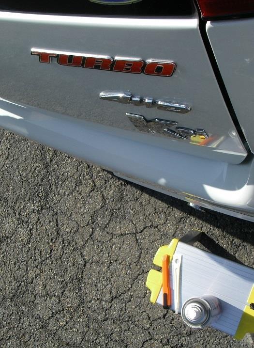 4WDとTURBOエンブレム貼り付け