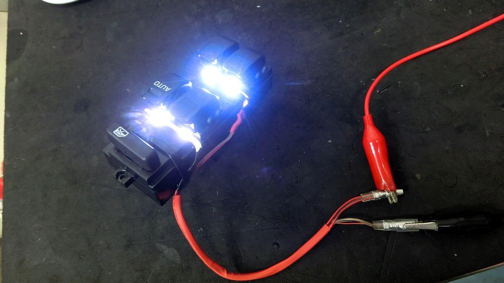 パワーウインドマスタースイッチ交換と、ちょい細工。