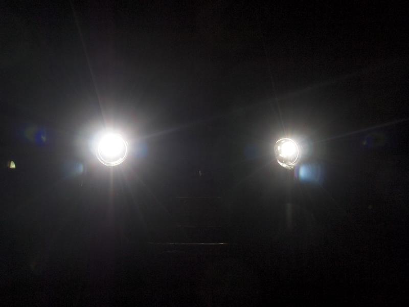 ヘッドライトのHIDバルブを交換