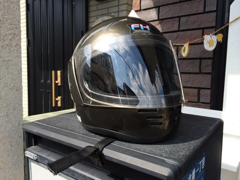 ヘルメットのシールドもヘッドライトクリーナーで!