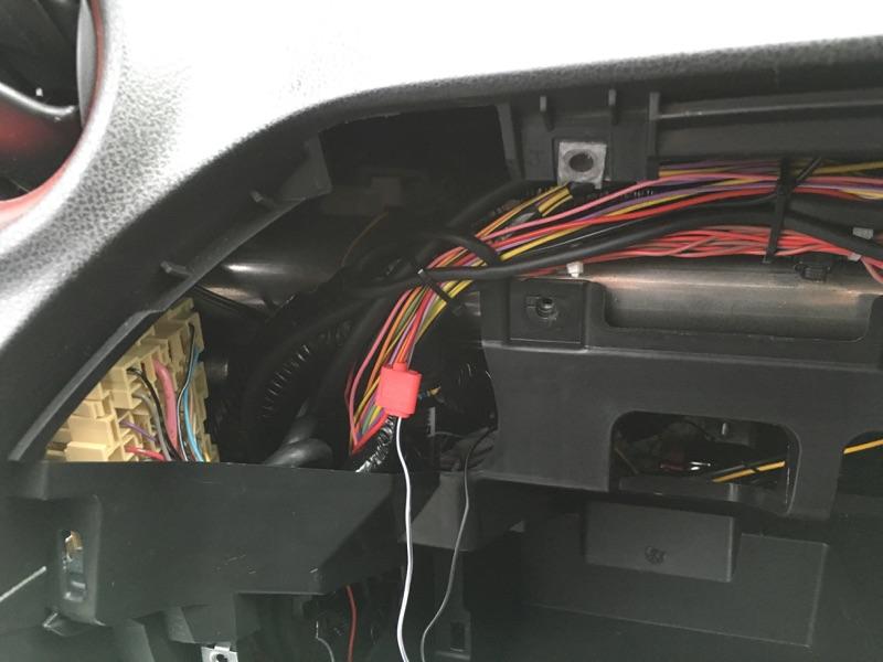助手席側USBポート取り付け①