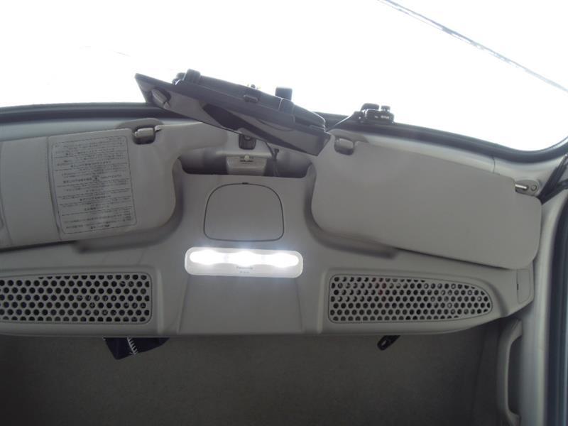 明るいナショナルで運転席ルームランプ付近を明っかるくするのだ。