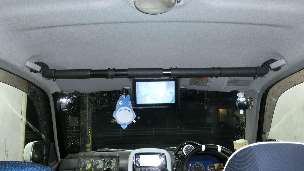 運転席にアシストグリップ取り付けて、マルチグリップバーを付けてみる。
