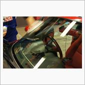 NBロードスター ガラス面の作業を終えて 樹脂系薬剤にて磨き仕上げていきます。の画像