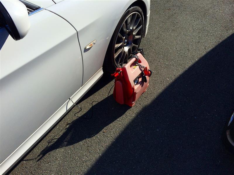 BMW E91 ツーリング 初めてのバッテリー交換の巻