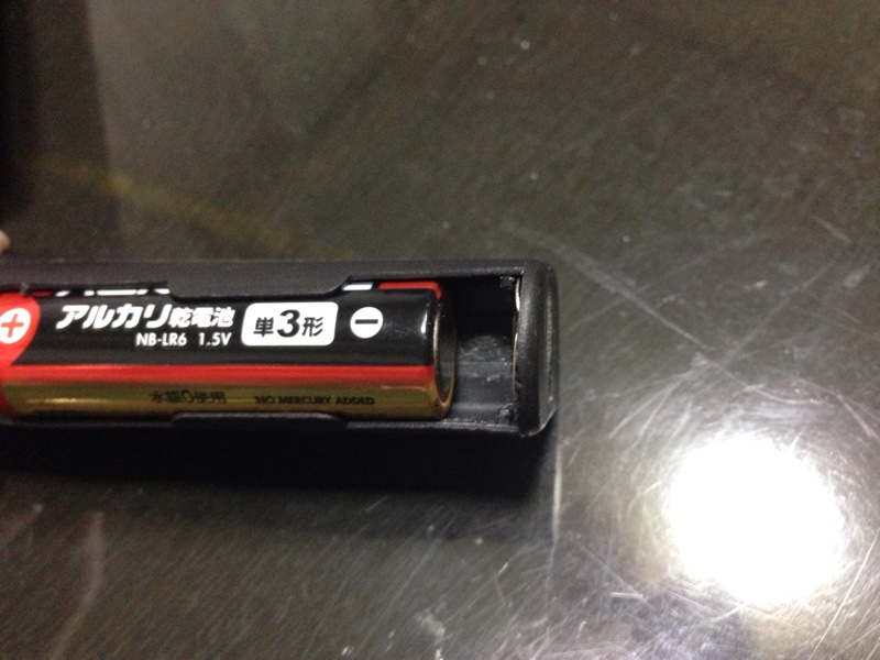 LEDライトの電池ボックスバネ折れ交換