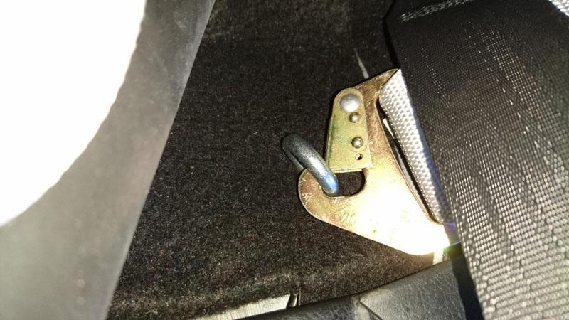 MR-S4点式シートベルト用アイボルト用純正穴??
