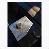 切り出したステーをボディーに取り付け、その上にシートをのせ点付け溶接します( ´ ▽ ` )ノ