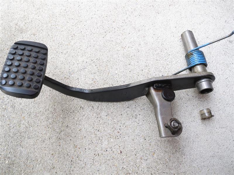 ブレーキペダルの異音修理